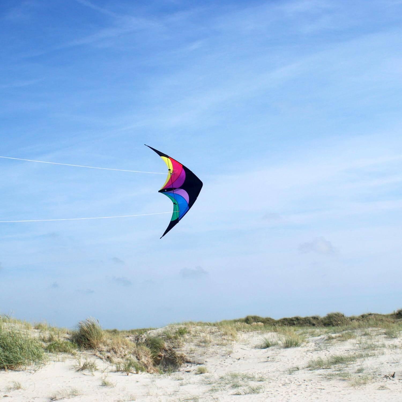 wolkenstuermer_lenkdrachen_flip_regenbogen_strand_001